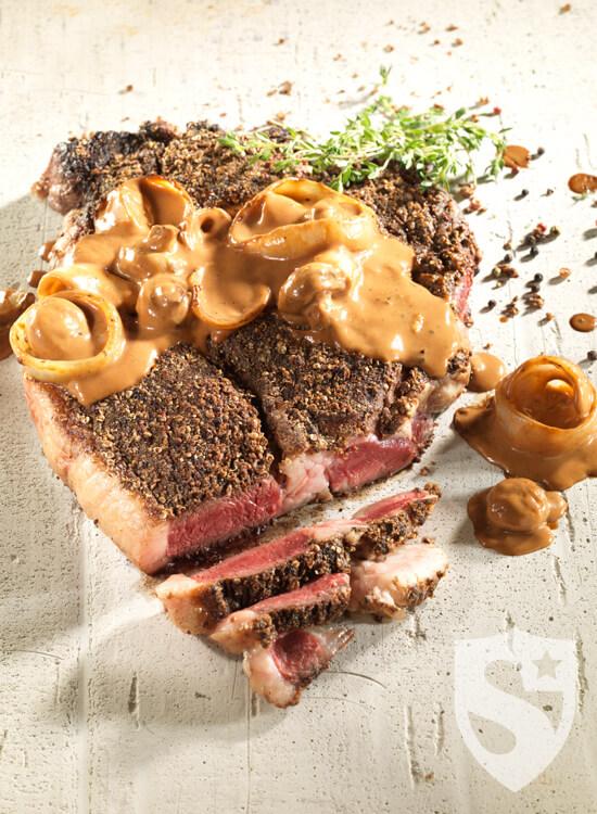 Steak surlonge de boeuf aux poivres et pices sauce oignon et champignon summum magazine - Consomme de boeuf maison ...